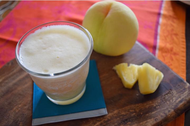 桃とパイナップルのスムージー