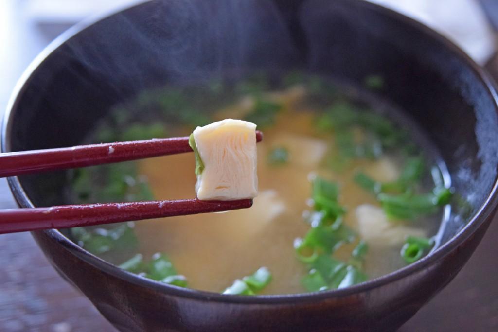 味噌汁冷凍豆腐